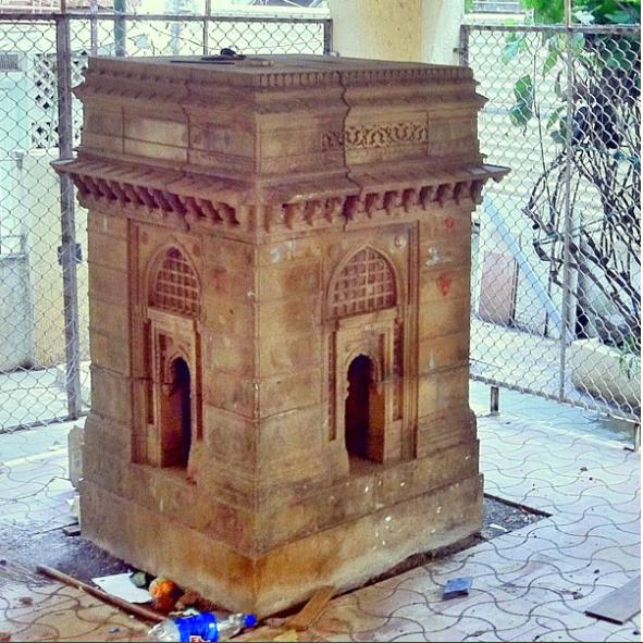 Gateway of India replica at Gamdevi