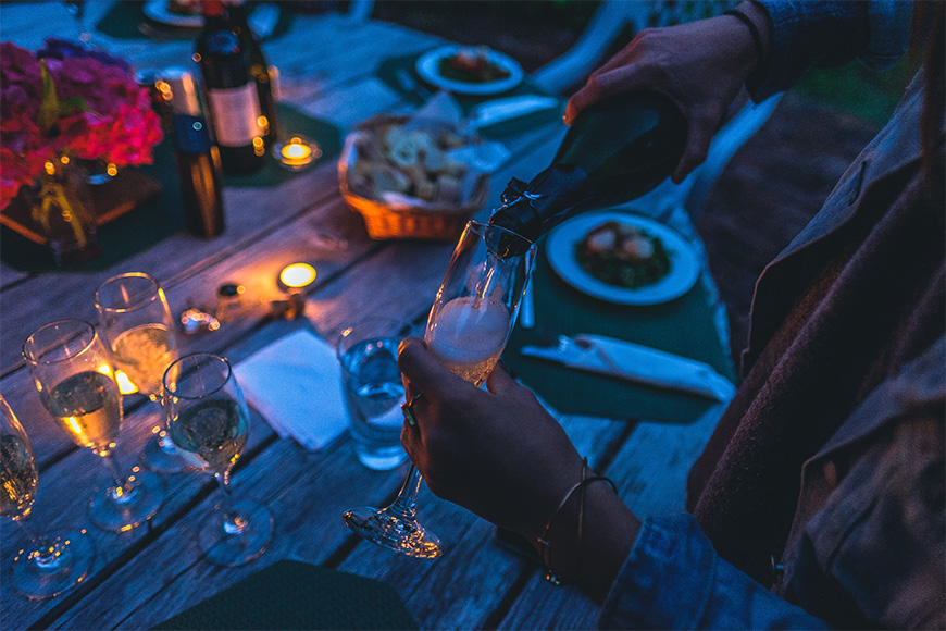 Where to take romantic pictures for Valentine's day-Candlelight-dinner