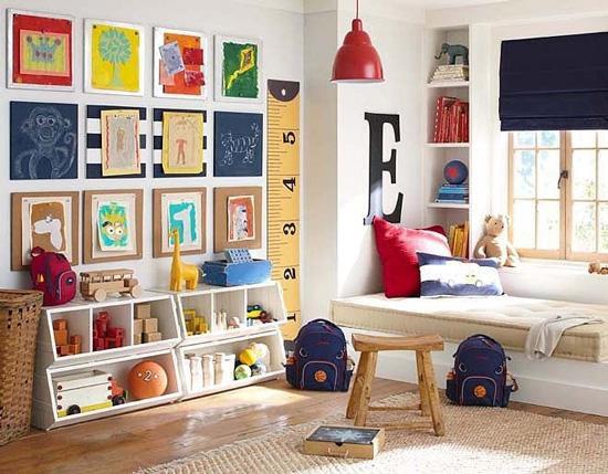 easy DIY wall decor ideas - kids artwork gallery